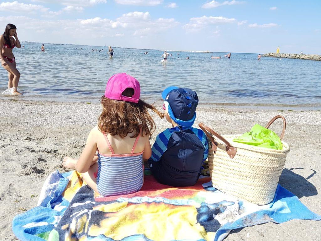 Ce pui în geantă pentru copii când pleci la mare