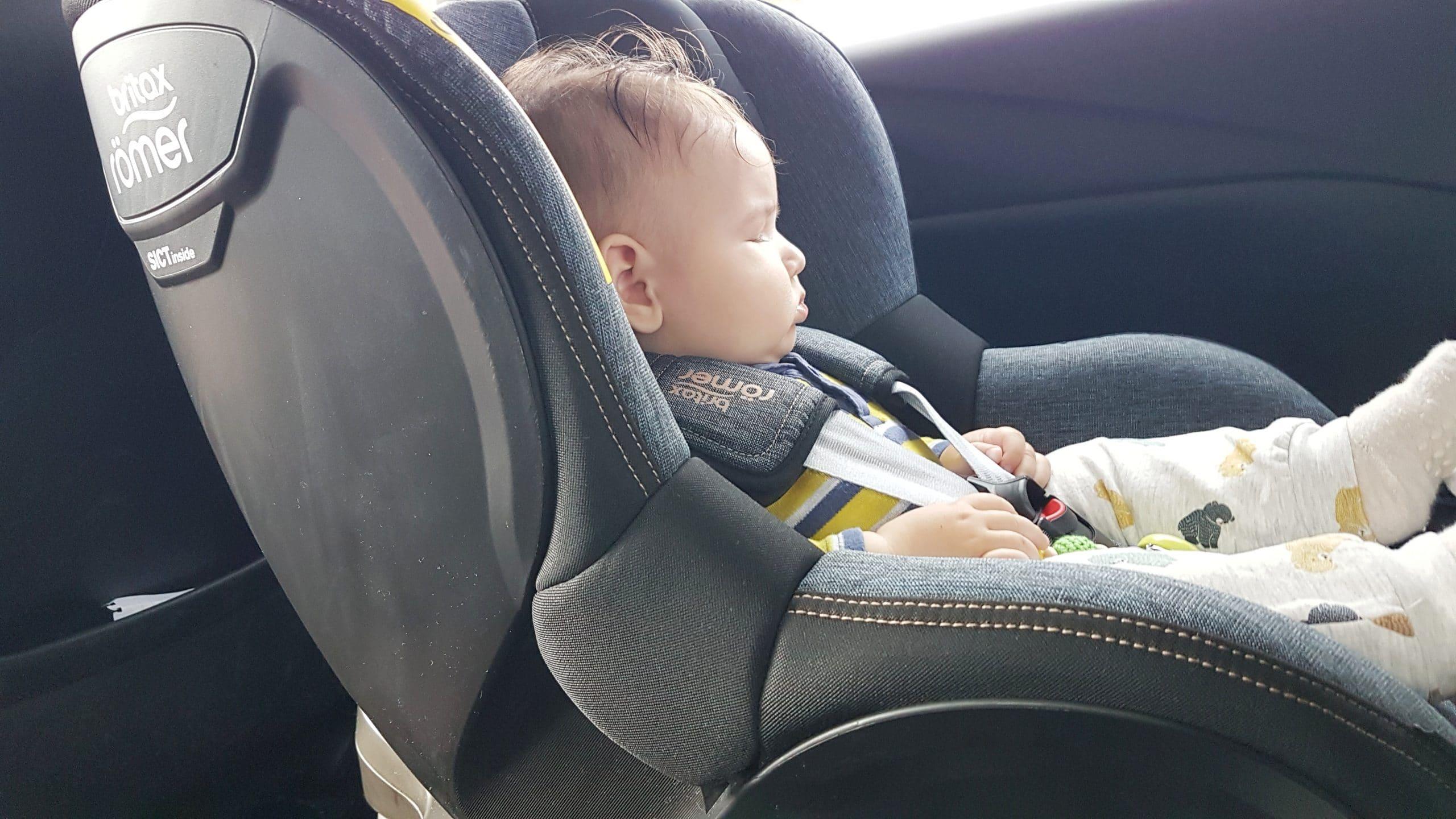 Cum invatam copilul sa stea in scaunul auto (tips&tricks)