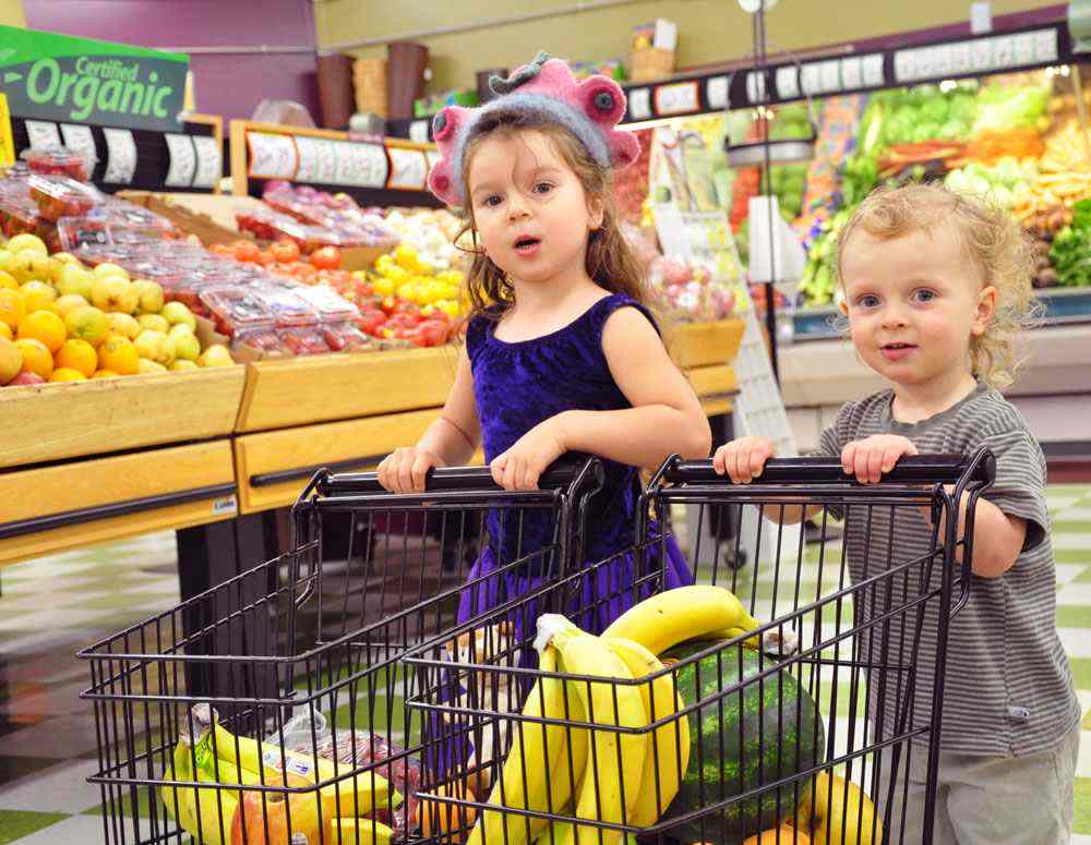 Grocery shopping with kids min