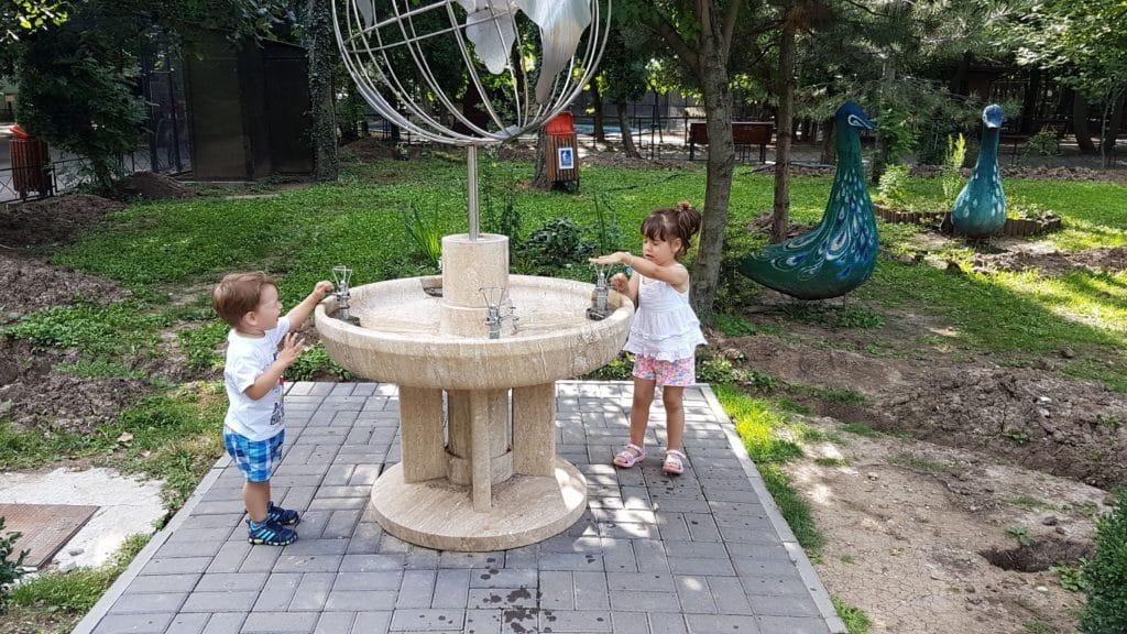 Locul copiilor e in parcuri, NU la proteste!