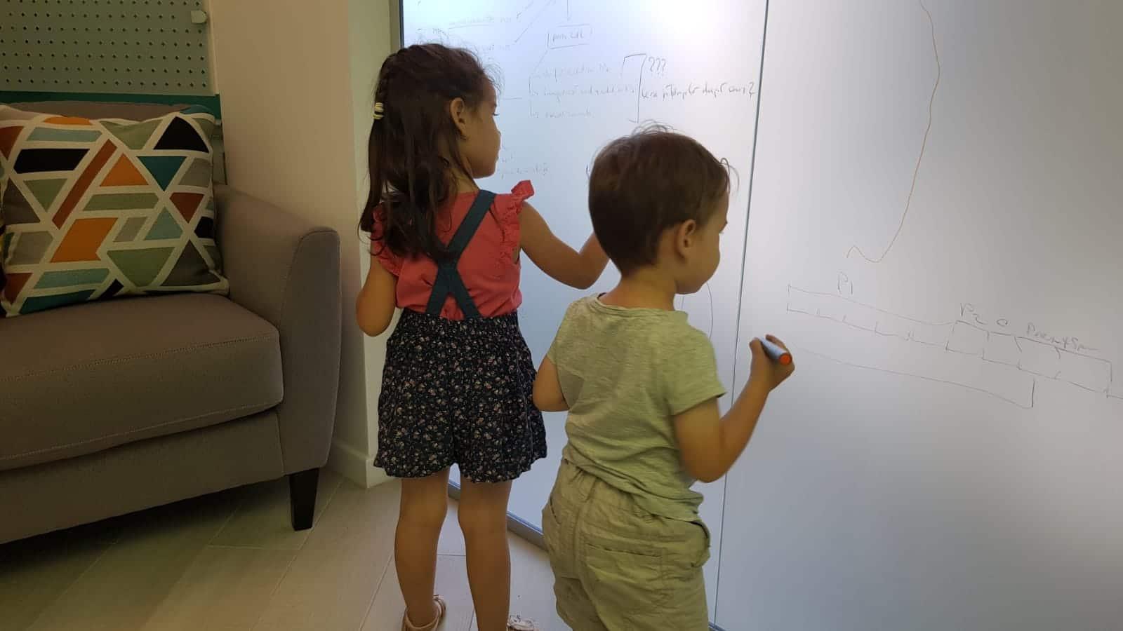 O zi cu copiii la birou