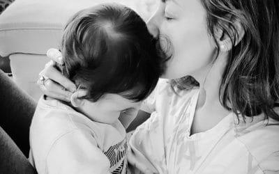 Cateodata, mamele isi adorm bebelusii plangand!