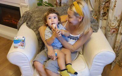 Cum sa ai grija de dintii unui bebelus care refuza periuta? (5 sfaturi pentru o dantura sanatoasa)