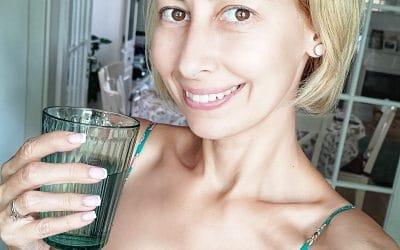 De ce beau apă alcalina de aproape un an