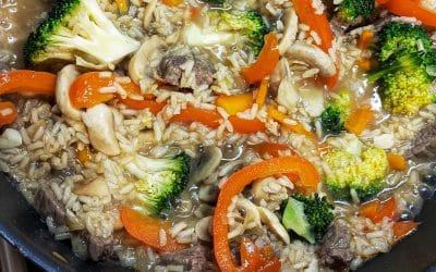 Rețetă de orez integral cu legume și vită la wok (Fără gluten)